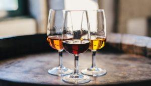 Três taças de vinho do porto